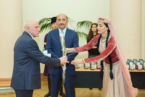 Награждение деятелей культуры и искусства почетными званиями